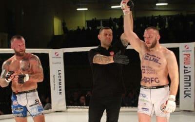 Sędzia główny MMA Marcin Zontek